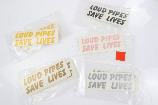 "Aufkleber ""Loud Pipes Save Lives"""